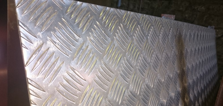 Алюминий — круг, лист, рифленый лист, труба, уголок